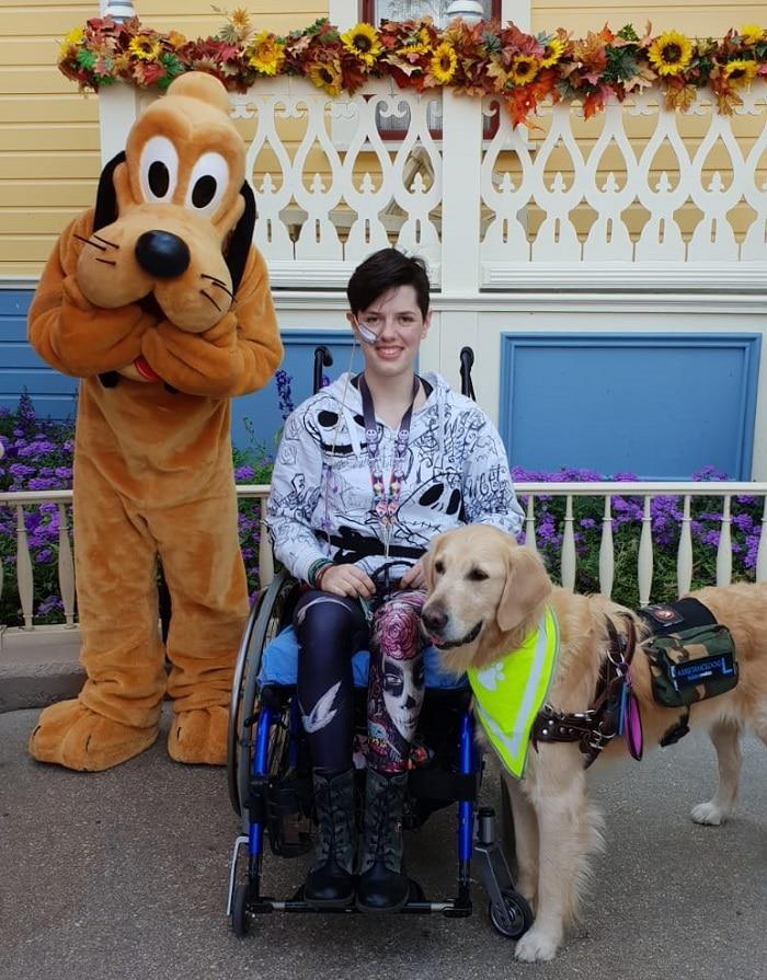 Bram de hulphond en Alex samen in Disneyland